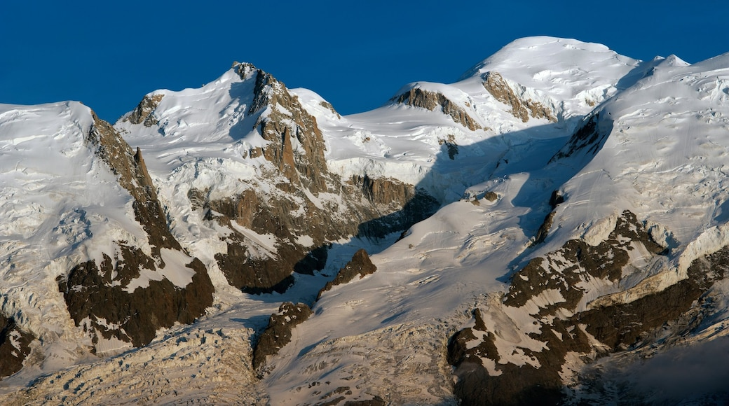 Mont Blanc which includes mountains, tranquil scenes and snow