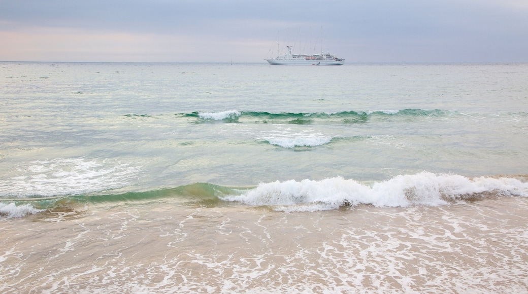 Portrush Beach showing cruising, a beach and general coastal views