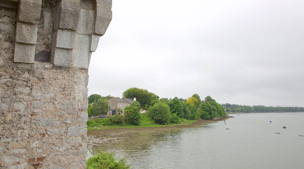 Castelo de Blackrock caracterizando um rio ou córrego