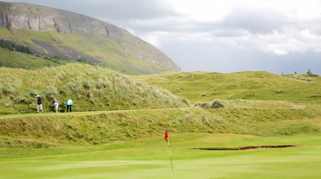 Knocknarea qui includes scènes tranquilles et golf aussi bien que petit groupe de personnes