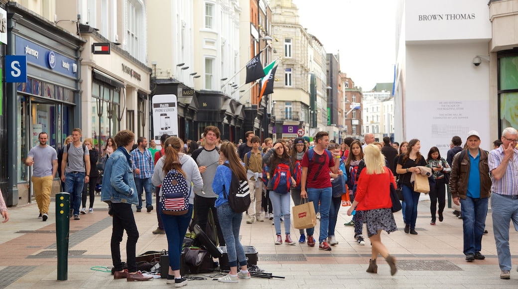 Grafton Street showing a city, street scenes and shopping