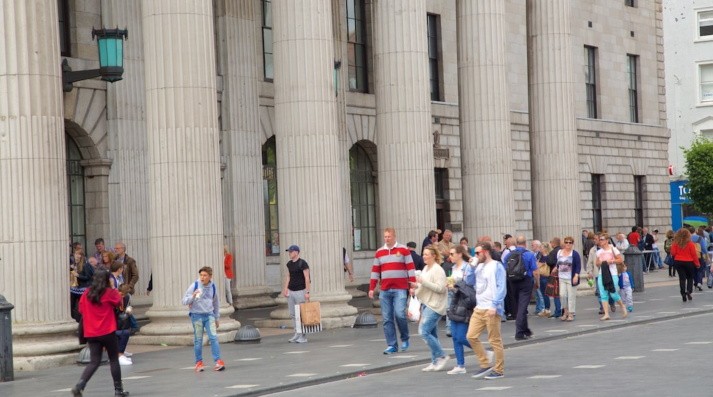 O\'Connell Street featuring heritage elements, a square or plaza and a city