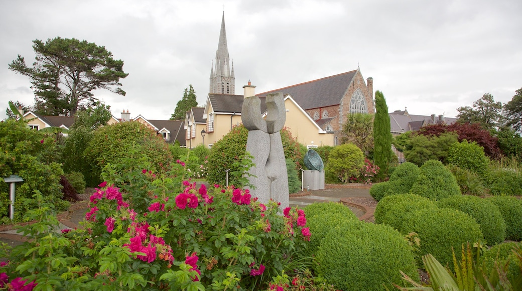 Tralee Town Park showing a statue or sculpture, flowers and a park