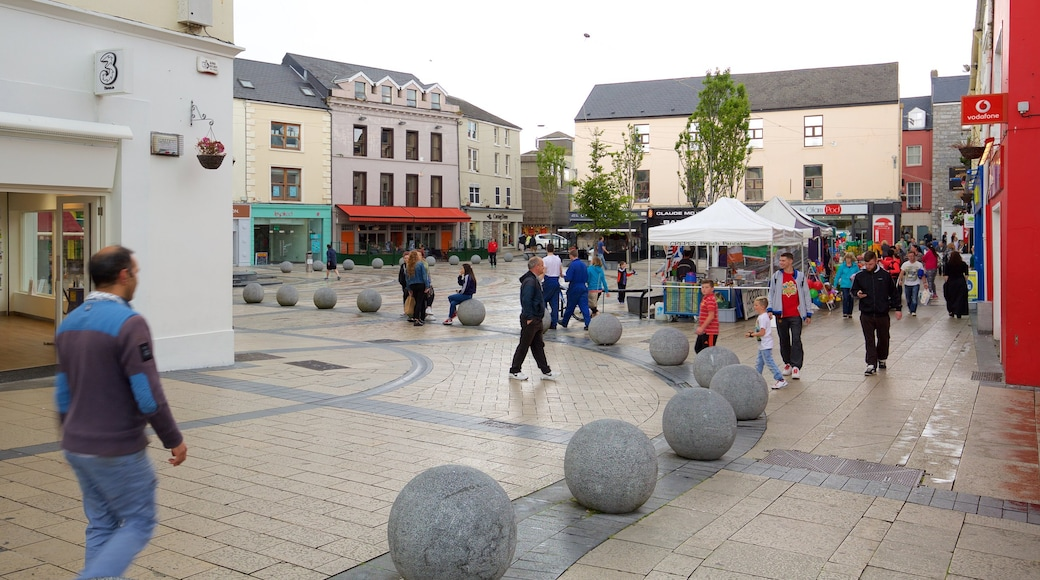 Tralee showing street scenes, a square or plaza and a city