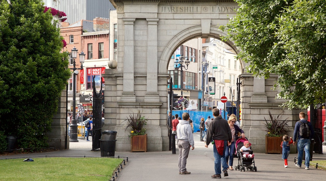 St. Stephen\'s Green featuring a park, street scenes and a monument