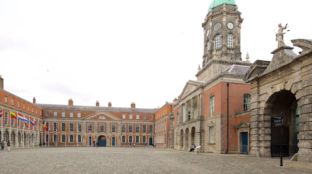 Dublin Castle showing a square or plaza, heritage architecture and a castle