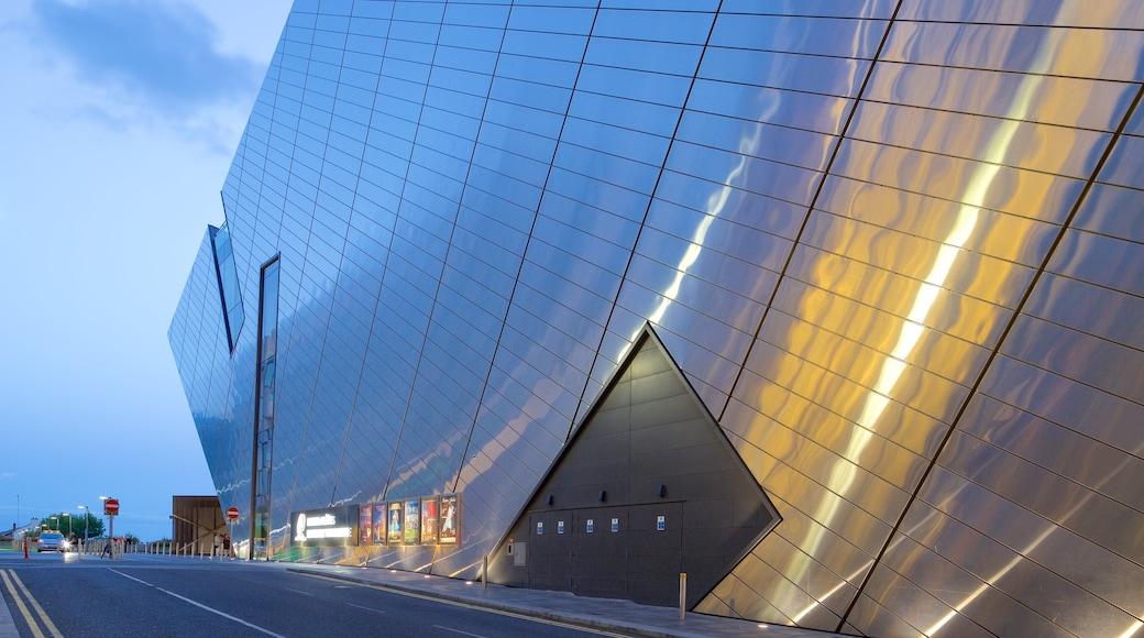 Bord Gais Energy Theatre featuring street scenes, modern architecture and theatre scenes