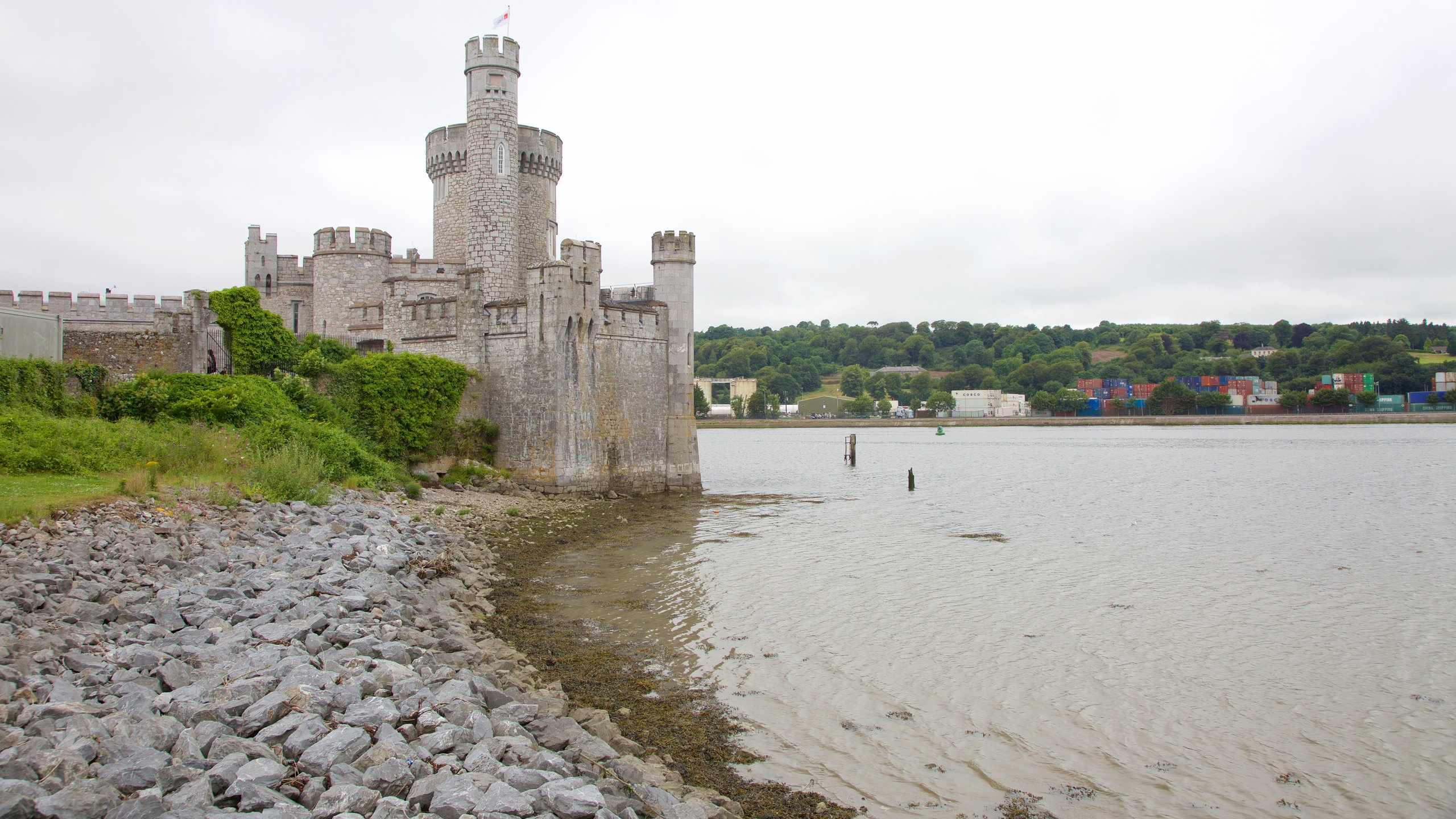 Have fun with hands-on science exhibits, visit an interactive theater and learn about Cork's past while you explore this 400-year-old riverfront castle.