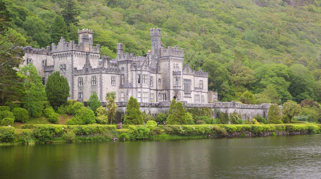 Kylemore Abbey mit einem Palast oder Schloss, historische Architektur und Geschichtliches