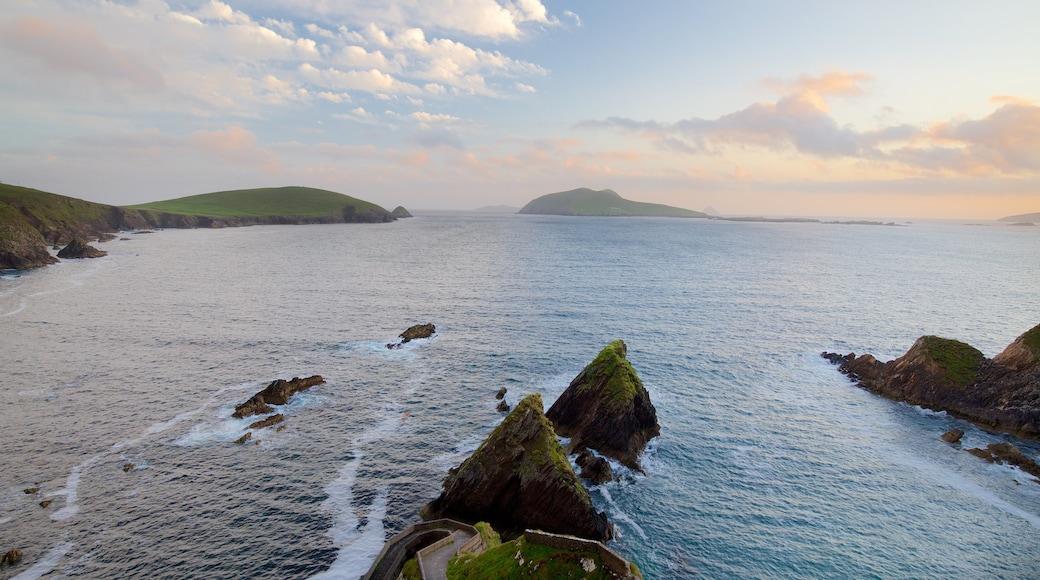 Slea Head das einen allgemeine Küstenansicht und schroffe Küste