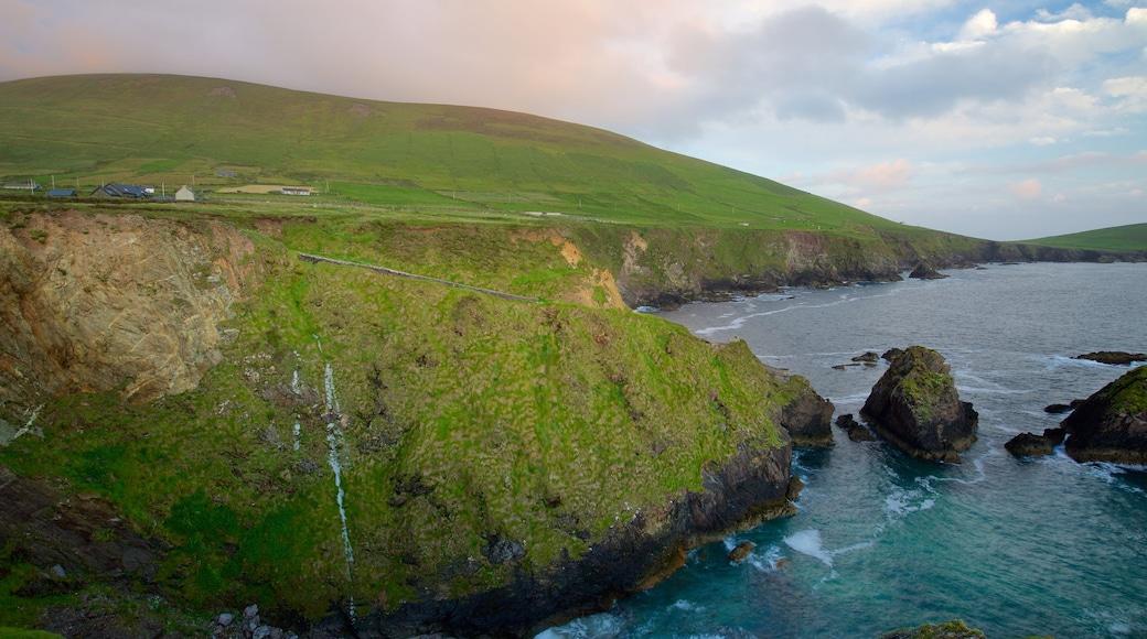 Slea Head das einen allgemeine Küstenansicht, ruhige Szenerie und schroffe Küste