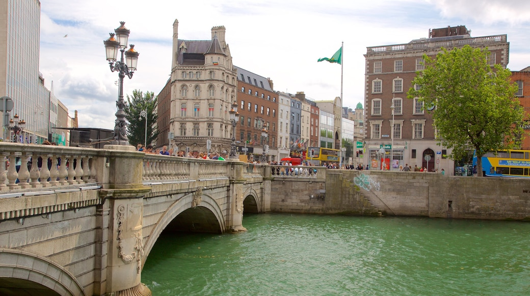O\'Connell Bridge showing a bridge, a river or creek and a city