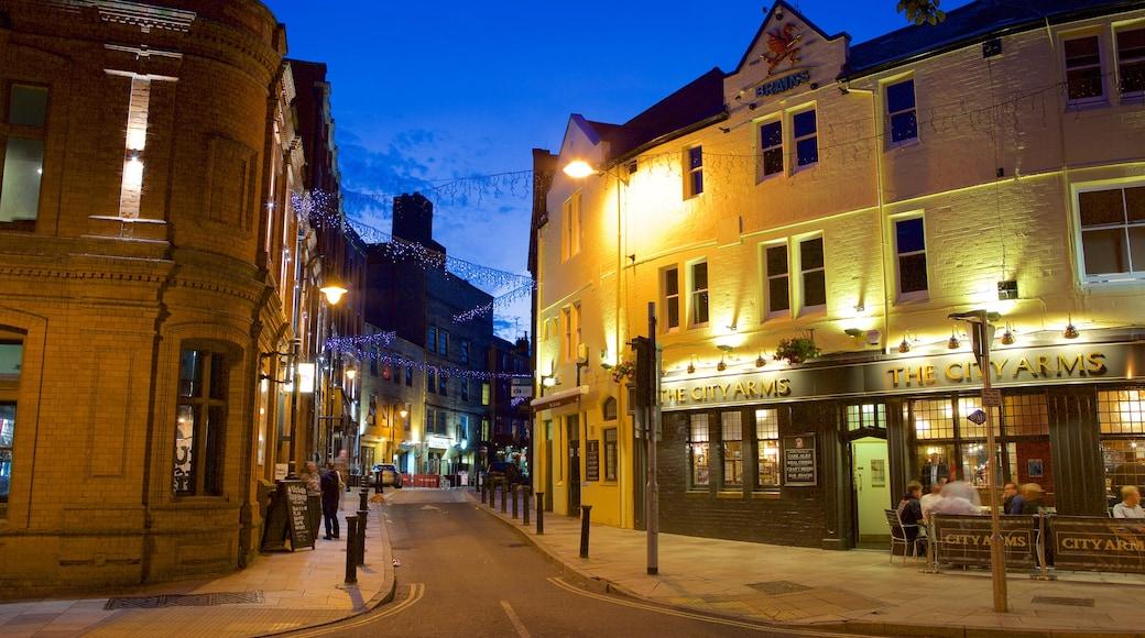 Cardiff que inclui cenas de rua, cenas noturnas e jantar fora