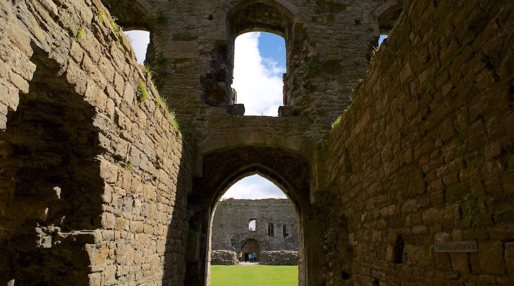 Beaumaris Castle mit einem Palast oder Schloss, Geschichtliches und historische Architektur