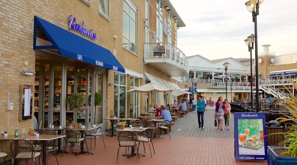 Mermaid Quay mostrando estilo de vida de cafeteria, jantar ao ar livre e uma cidade litorânea
