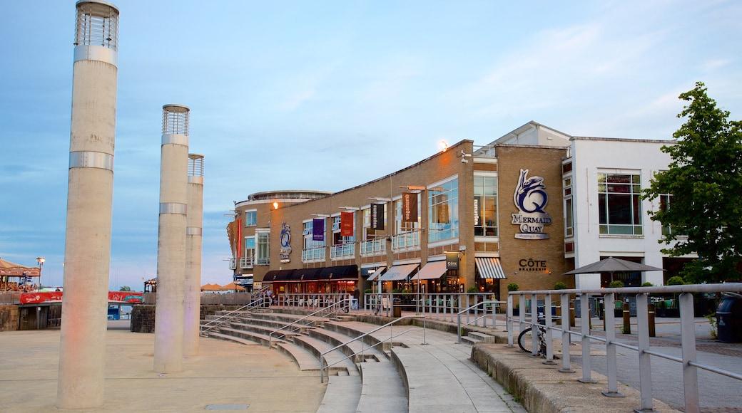 Mermaid Quay caracterizando uma praça ou plaza