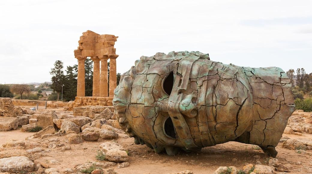 Agrigente montrant statue ou sculpture, bâtiments en ruines et patrimoine historique