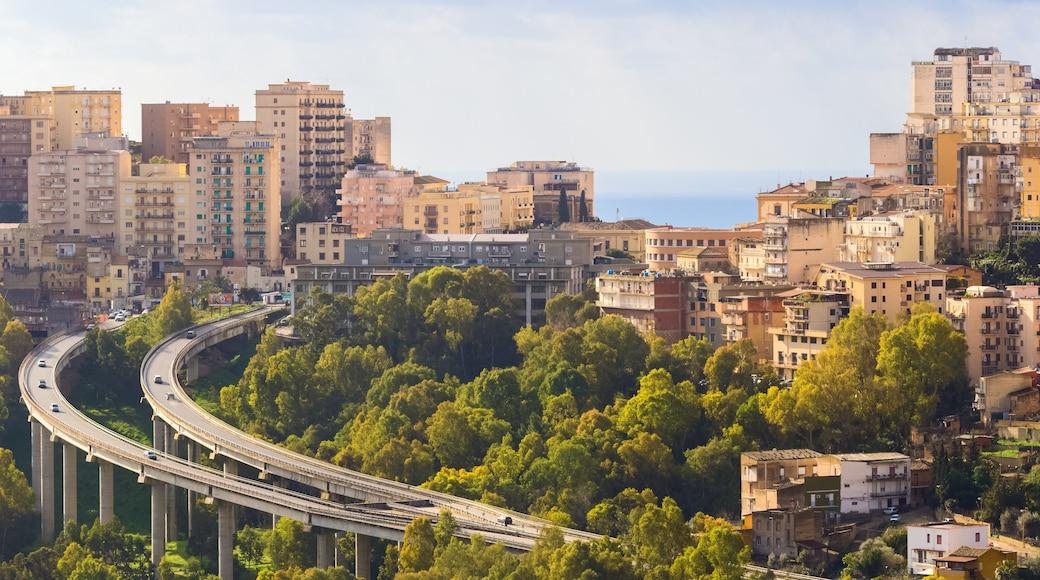 Agrigento che include città e vista del paesaggio