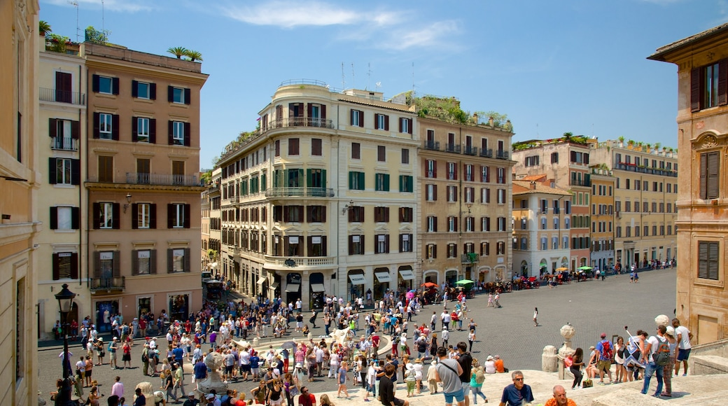 Via del Babuino showing a fountain, a square or plaza and street scenes
