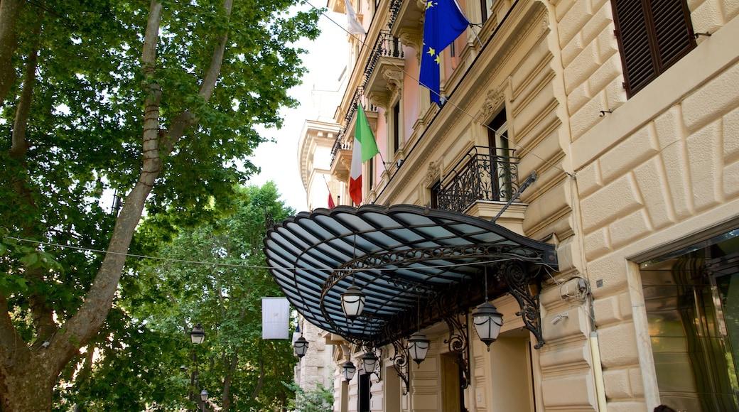 Via Veneto mostrando architettura d\'epoca