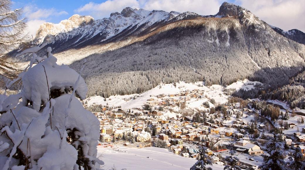 Fassatal mit einem Stadt, Berge und Waldmotive