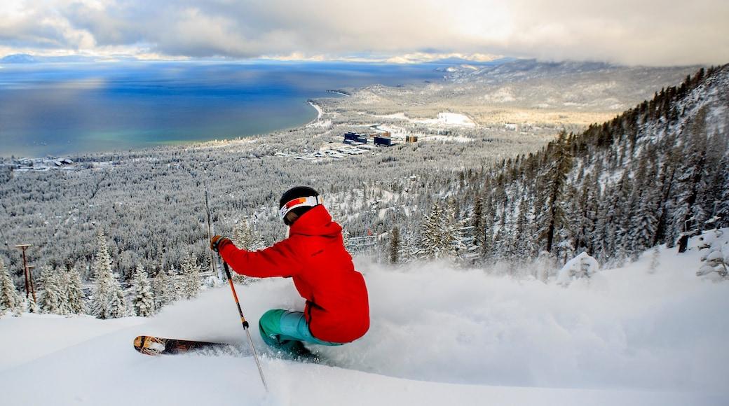 Heavenly Ski Resort mostrando un lago o abrevadero, esquiar en la nieve y vistas de paisajes