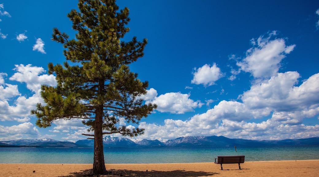 Heavenly Ski Resort mettant en vedette lac ou étang et plage