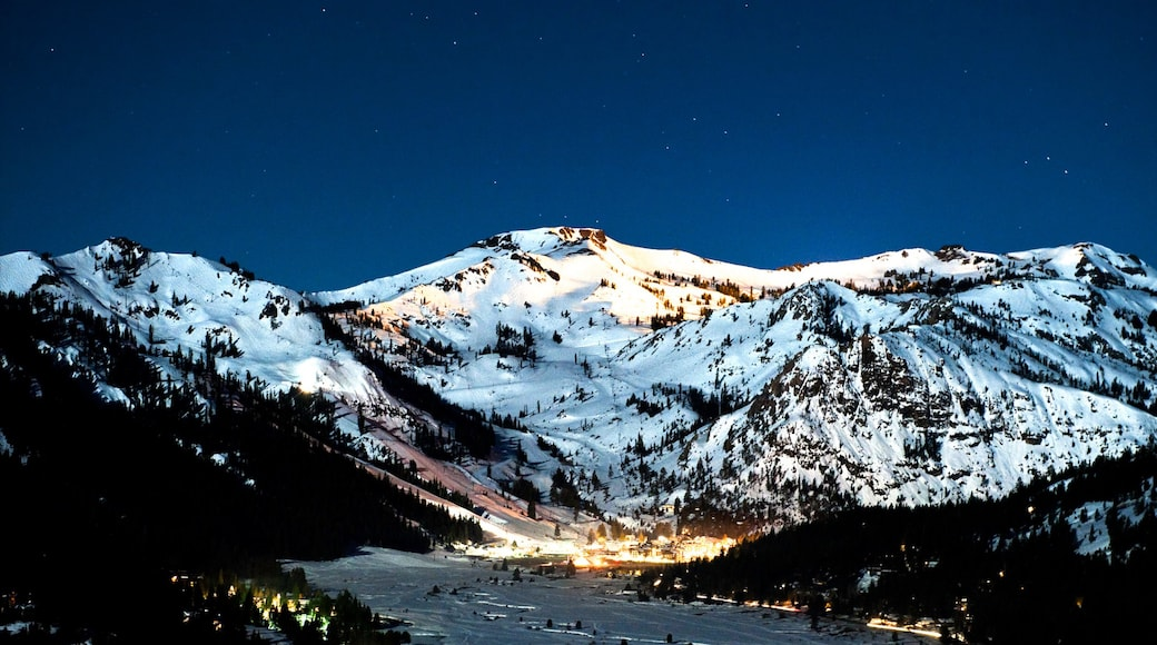 Squaw Valley Resort showing snow, mountains and landscape views