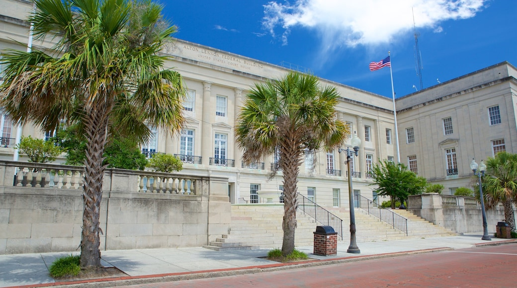 Wilmington featuring an administrative building