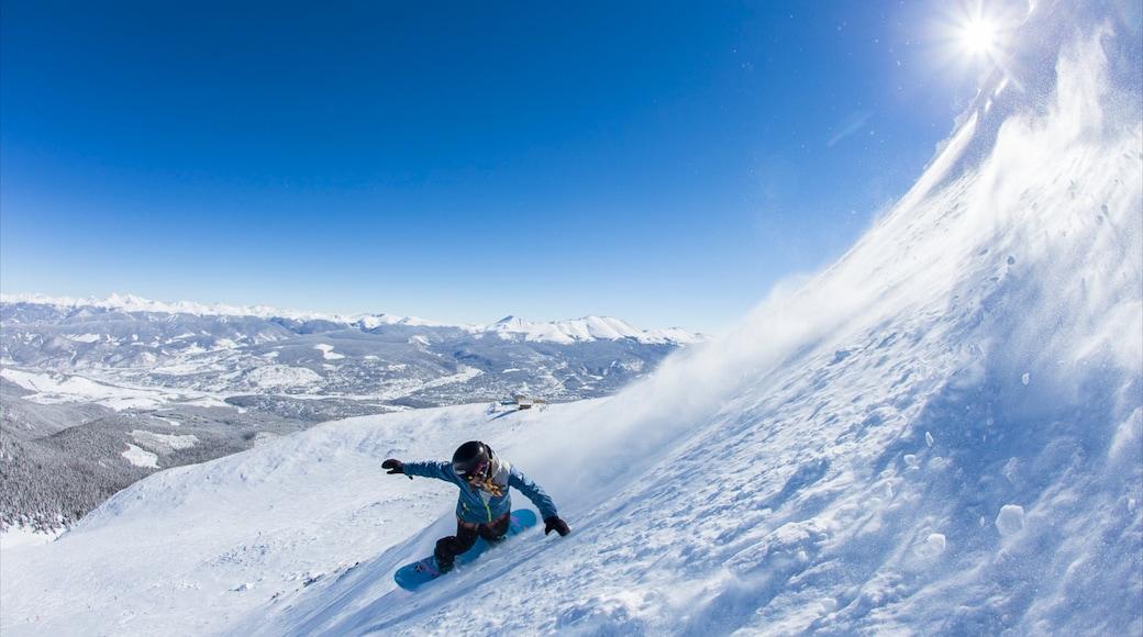 Breckenridge Ski Resort que incluye nieve, snowboard y vista panorámica