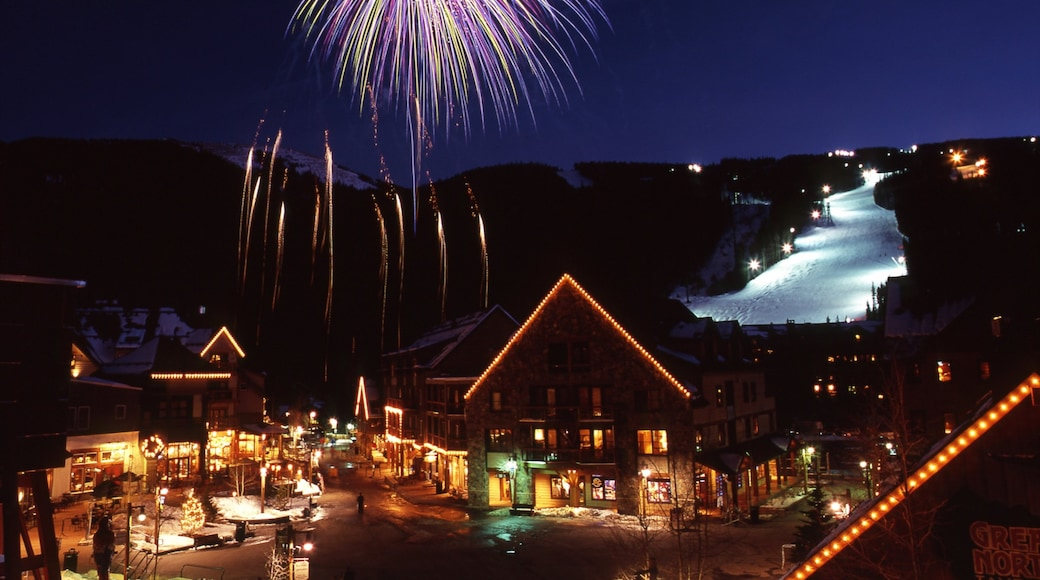 Keystone showing nightlife, street scenes and snow