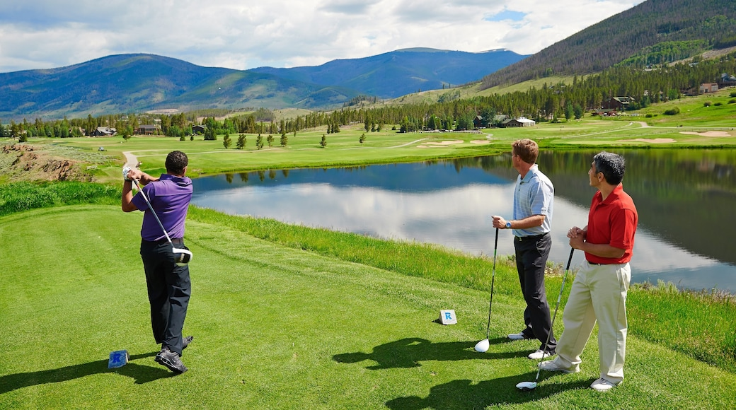 Keystone showing a pond and golf as well as a small group of people