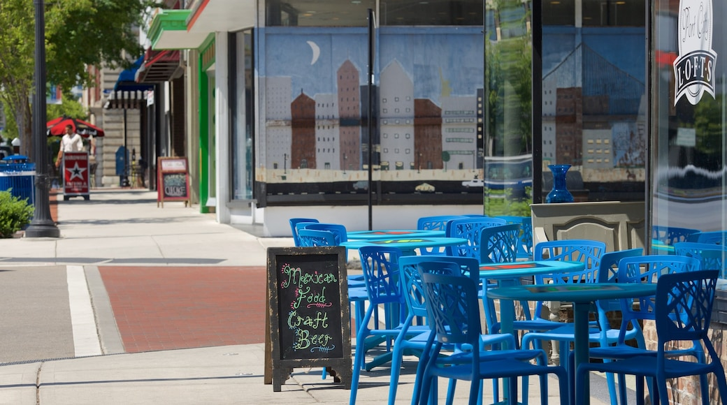 Wilmington featuring cafe scenes
