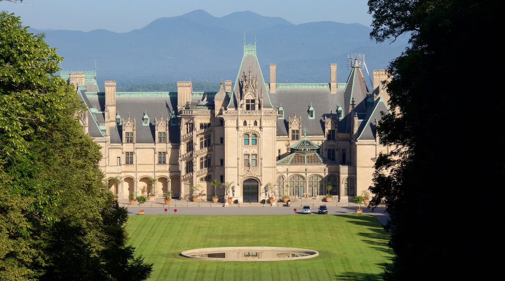 Biltmore Estate showing heritage architecture, heritage elements and a garden