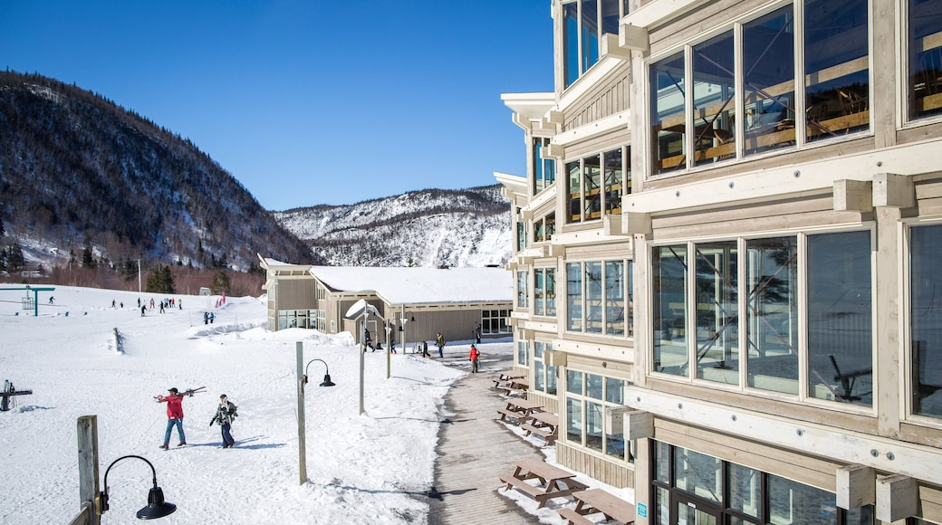 Marble Mountain showing a luxury hotel or resort as well as a small group of people