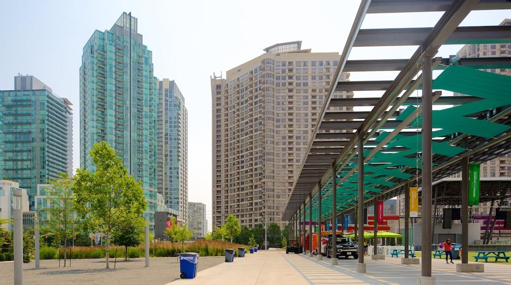 Centro Cívico de Mississauga mostrando escenas urbanas y una ciudad