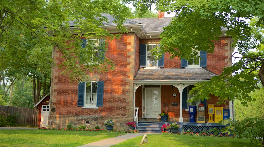 Markham showing a house and heritage architecture