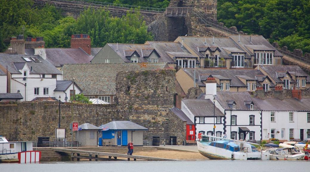 Conwy mit einem Kleinstadt oder Dorf