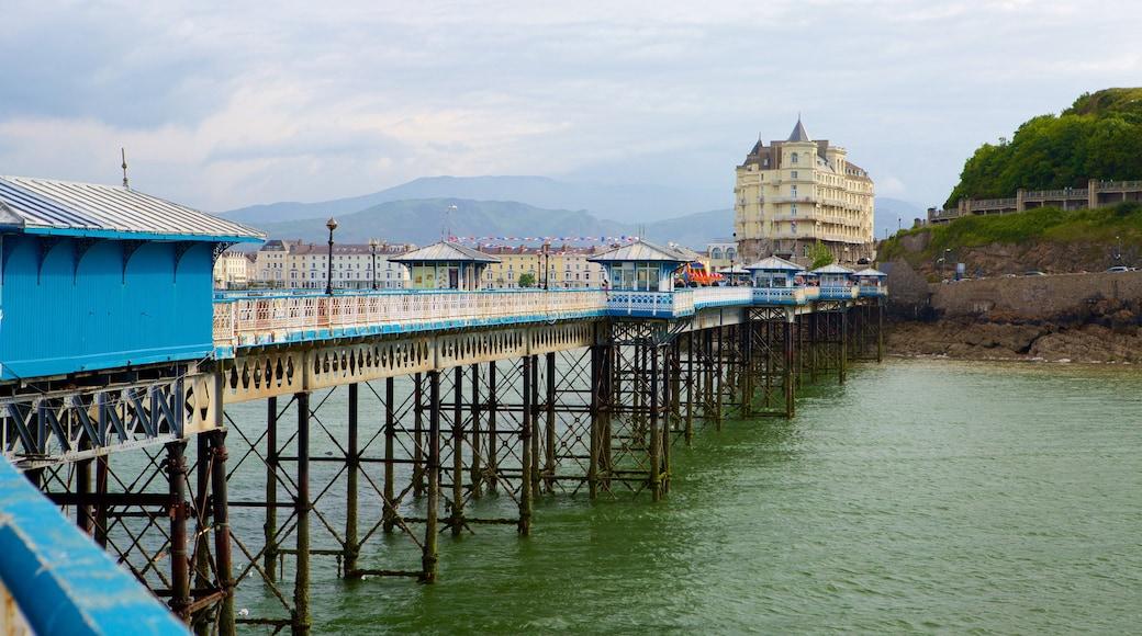 Llandudno Pier mit einem allgemeine Küstenansicht