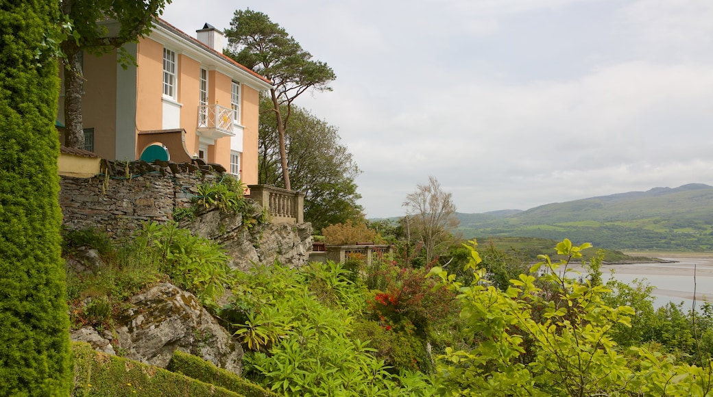 Portmeirion showing a house