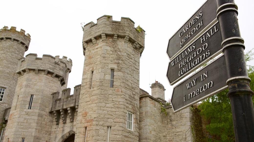 Bodelwyddan Castle das einen Geschichtliches und Palast oder Schloss