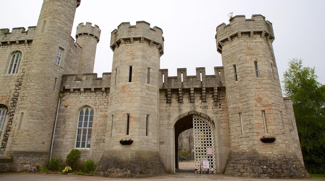 Bodelwyddan Castle mit einem Geschichtliches und Palast oder Schloss