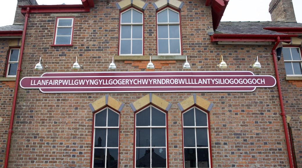 Ile d\'Anglesey montrant patrimoine historique, signalisation et maison