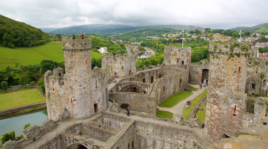 Conwy Castle featuring heritage elements and château or palace