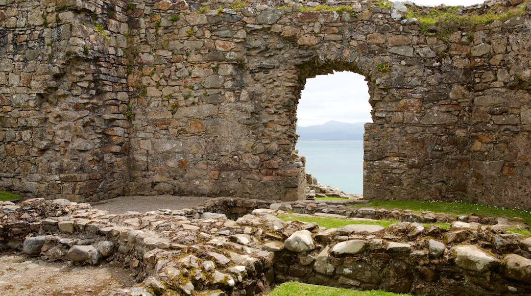 Criccieth Castle featuring heritage elements, building ruins and a castle