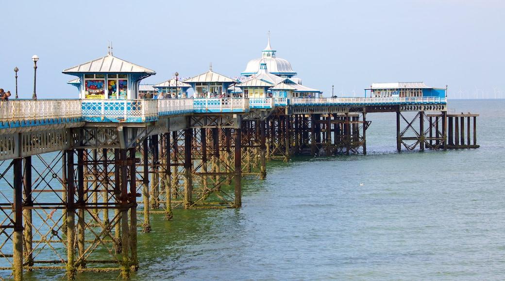 Llandudno Pier das einen allgemeine Küstenansicht