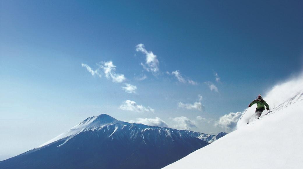 Appi Kogen Ski Resort mostrando esqui na neve, neve e montanhas
