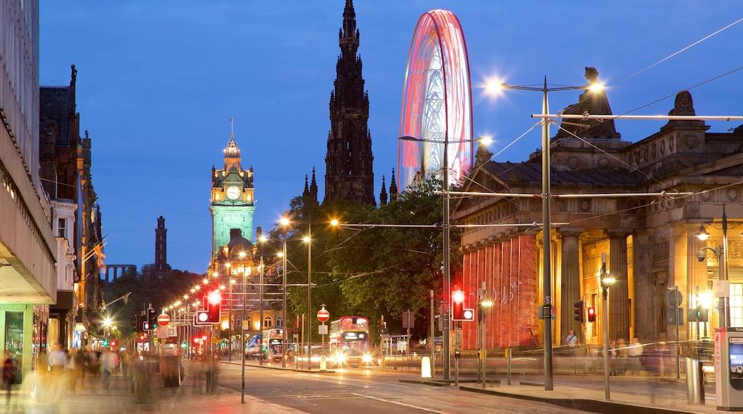 Edinburgh das einen Straßenszenen und bei Nacht