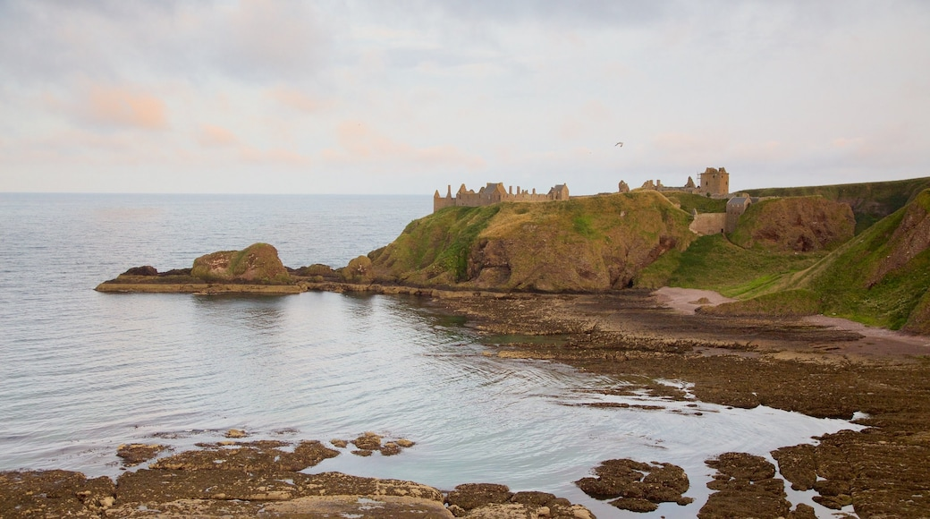 Dunnottar Castle featuring rugged coastline