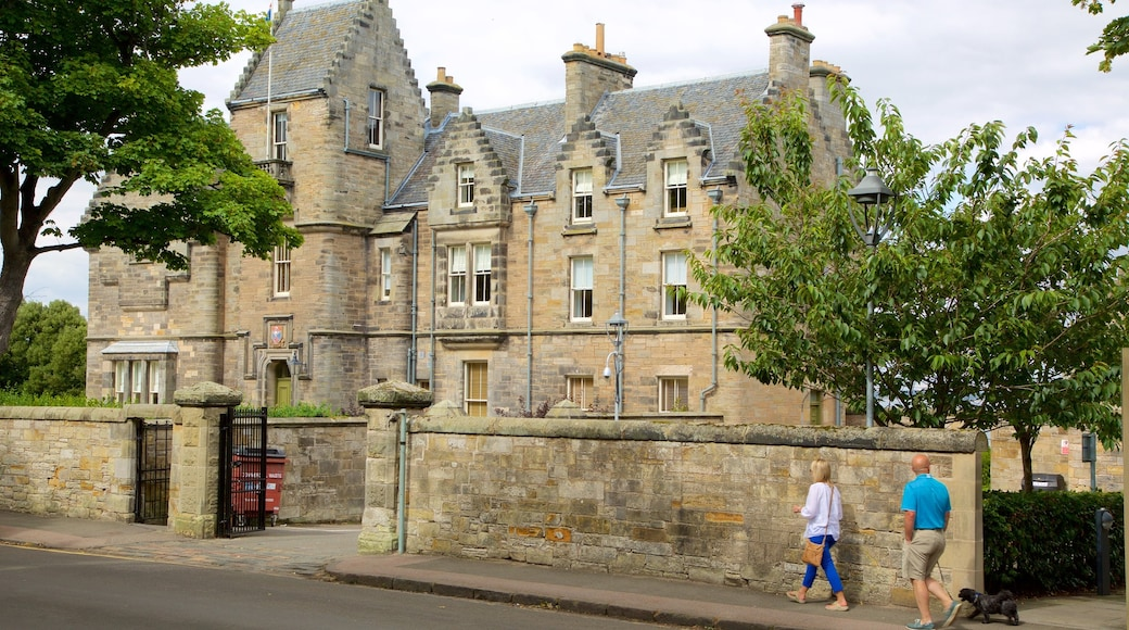 University of St. Andrews showing heritage elements, a house and street scenes